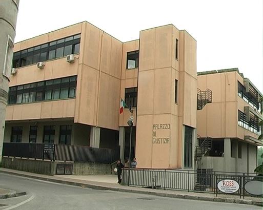 Lagonegrese, abusi sessuali sulla figlia minorenne. Arrestato il padre di 45 anni.